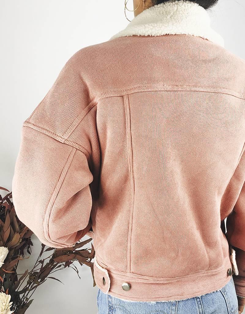 Veste en velours rose avec doublure en faux sherpa
