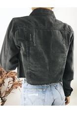 Veste en jean courte avec déchirures décoratives sur le devant et ourlet brut