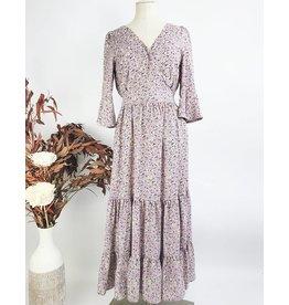Longue robe fleurie avec manches cloches