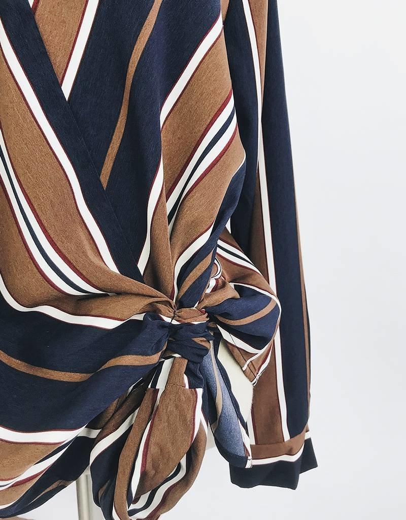Blouse à rayures avec noeud sur le devant