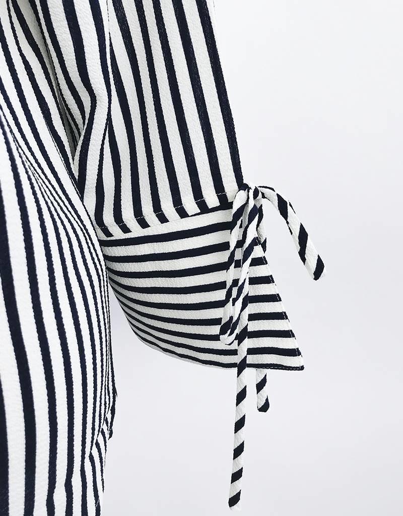 Chemises à rayures et demi-manches avec noeuds