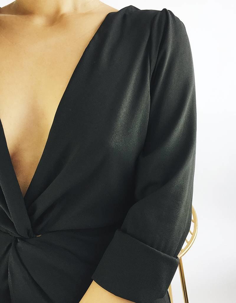 Combinaison avec détail croisé et dos ouvert