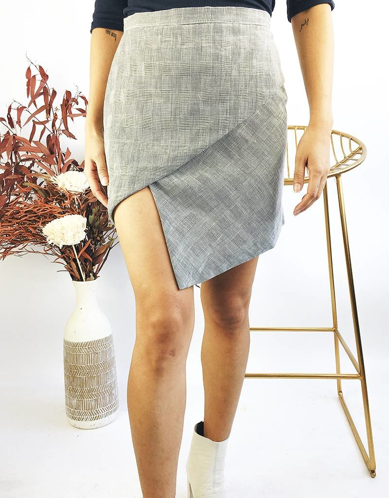 Asymmetrical Short Plaid Skirt