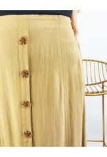 Jupe mi-longue en tissu léger boutonnée