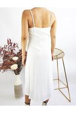 Robe mi-longue à noeud sur le devant