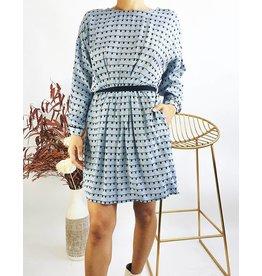 Robe courte imprimée à manches à revers avec ceinture style lacet
