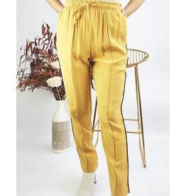 Pantalon style jogging avec coutures décoratives et lignes sur les côtés