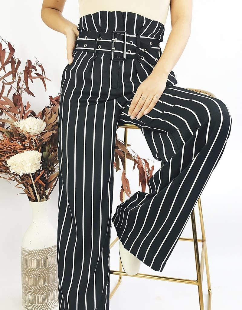 Pantalon rayé taille haute avec ceinture assortie