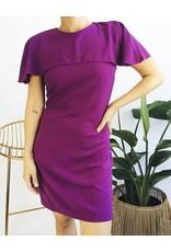 Robe mi-longue style cape