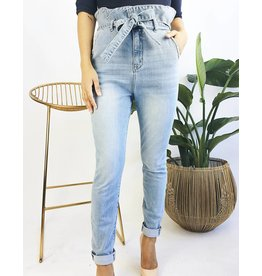 Jeans skinny style paper-bag avec ceinture