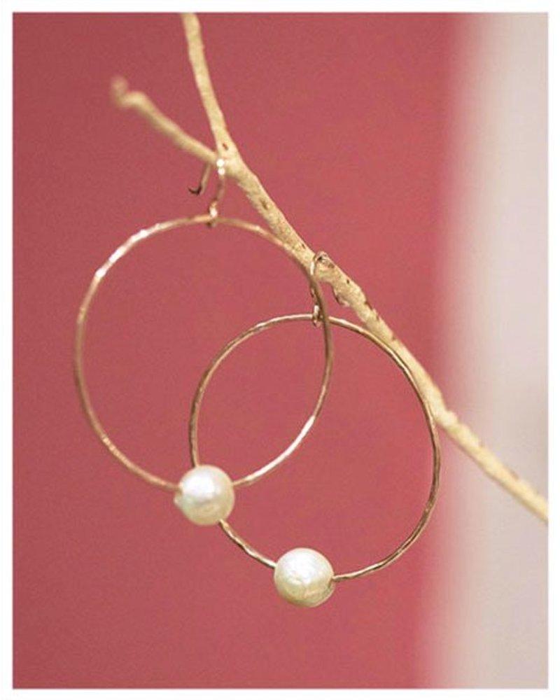 HI ASHLEY MALIA Moana  Hoop Edison Pearl Earrings