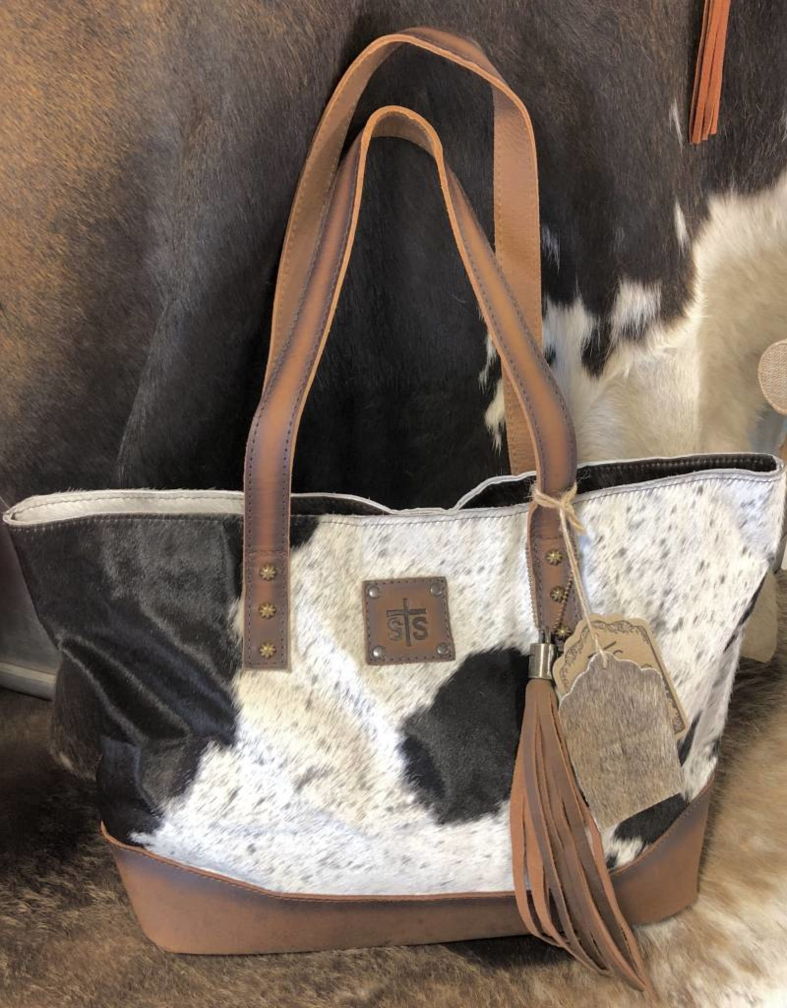 PURSE CLASSIC COWHIDE STS31118 CONCEALED CARRY (HIDE VARIES)