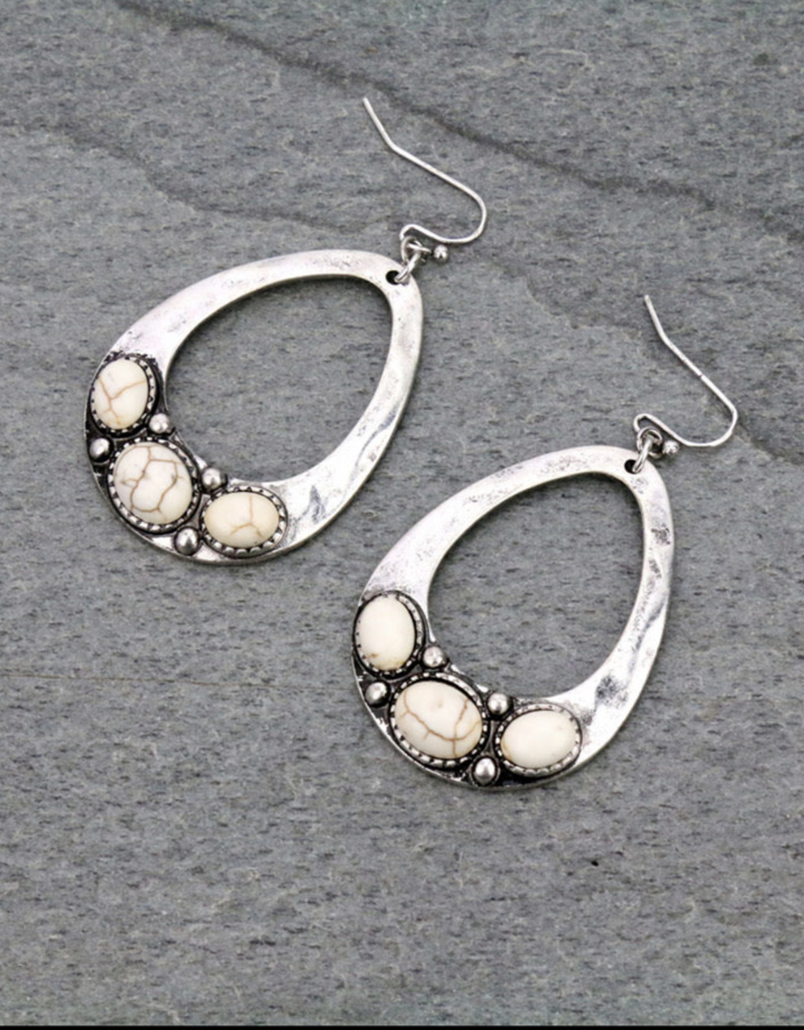 EARRING WESTERN WHITE OVAL