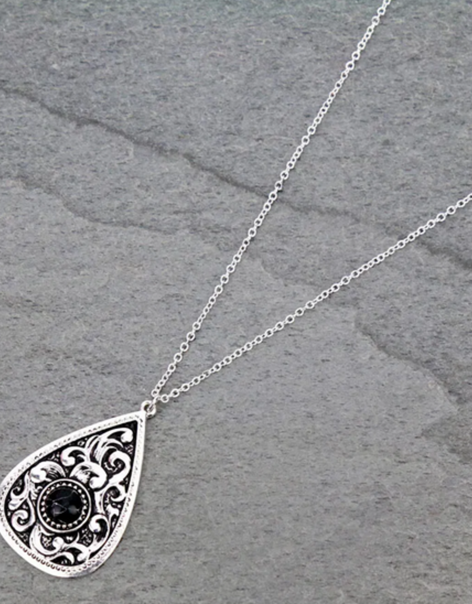 NECKLACE PATTERNED CASTING WITH BLACK STONE