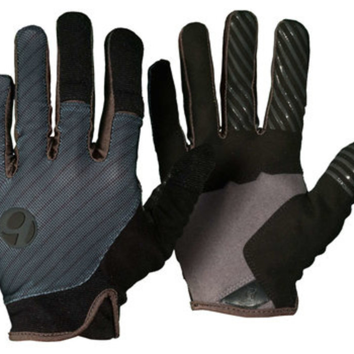 Gloves, Pads + Armour