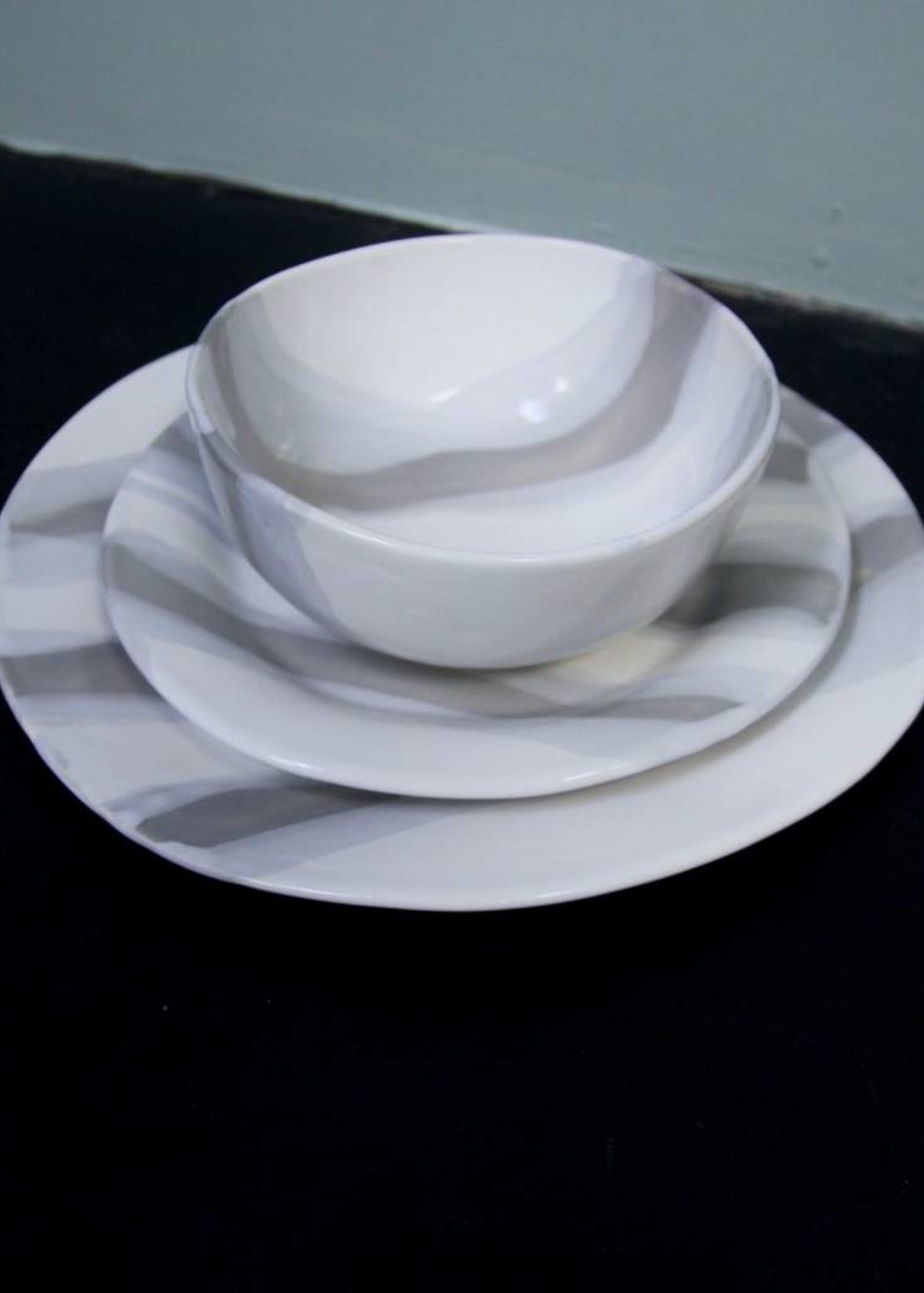 Alex Marshall Pottery Classic Round Dinner G&W Stripe