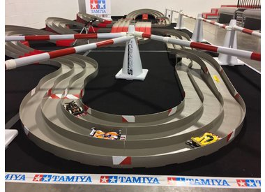 TAMIYA MINI-4WD SLOT-CAR CIRCUIT