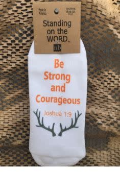 Be Strong & Courageous Men's Standing on the Word Socks