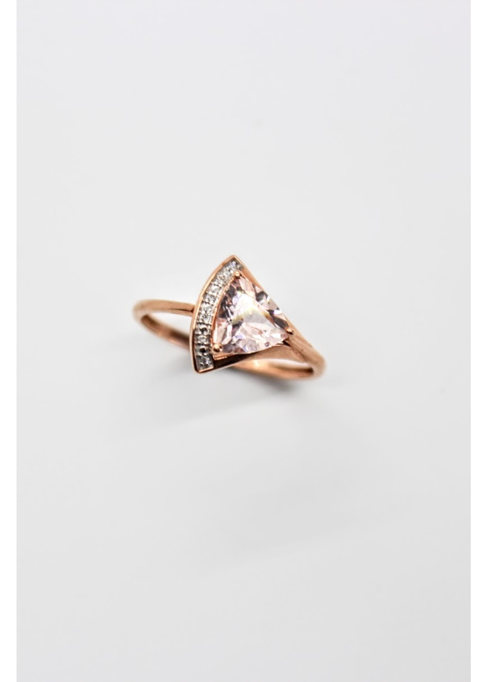 Bague triangle Or rose 10K avec morganite et diamants
