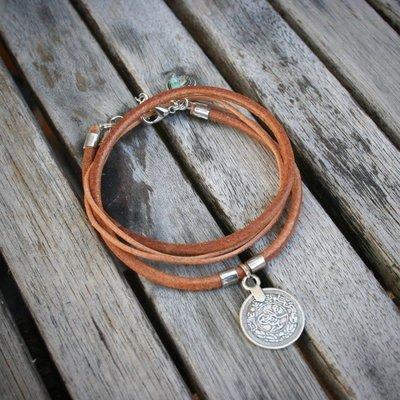 Boucle d'or Bracelet double - Médaillon et cuir brun