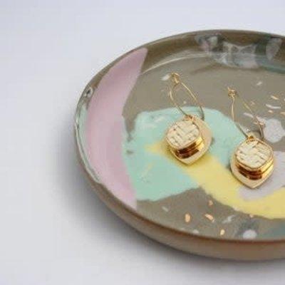 Boucle d'or Boucles d'oreilles- pendentif en rotin blanc et goutte plaqué or