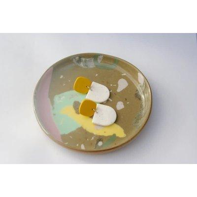 Boucle d'or Boucles d'oreilles - Jaune moutarde et demi-cercle blancs