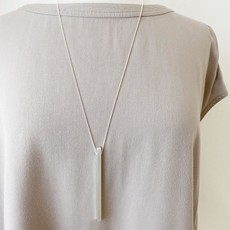 Caracol Long collier avec pendentif bâton