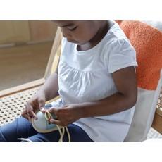Plan Toys Jouet en bois écologiques - Chaussure à lacer bleu pâle