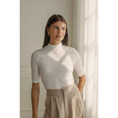 Dailystory clothing Chandail à col montant Amira - Blanc