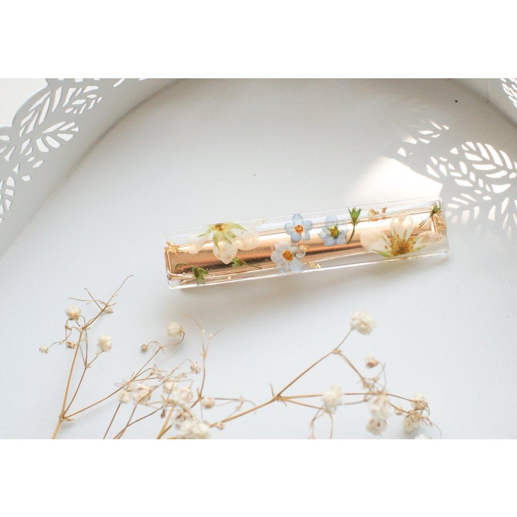Barrette avec fleurs séchées - Myosotis et fraises sauvages