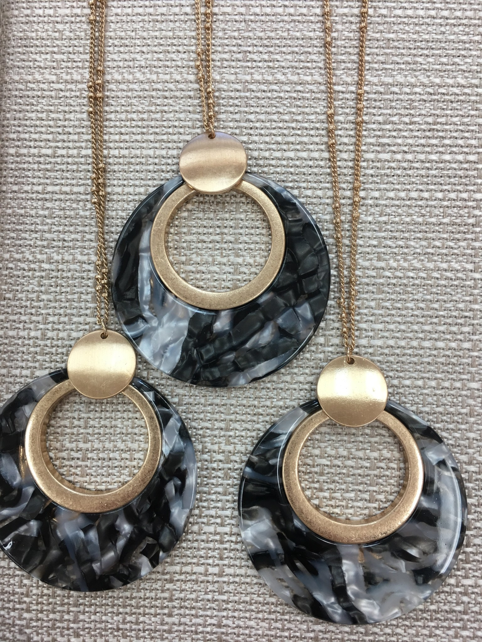 Circle Resin Pendant Necklace in Black
