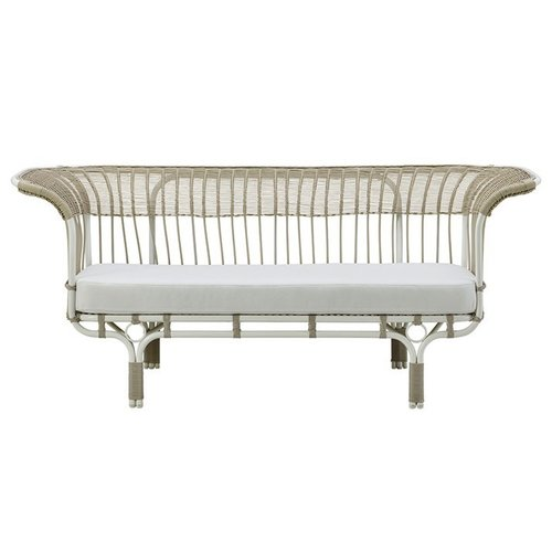 Exterior Exterior Belladonna sofa by Franco Albini. Dove White.