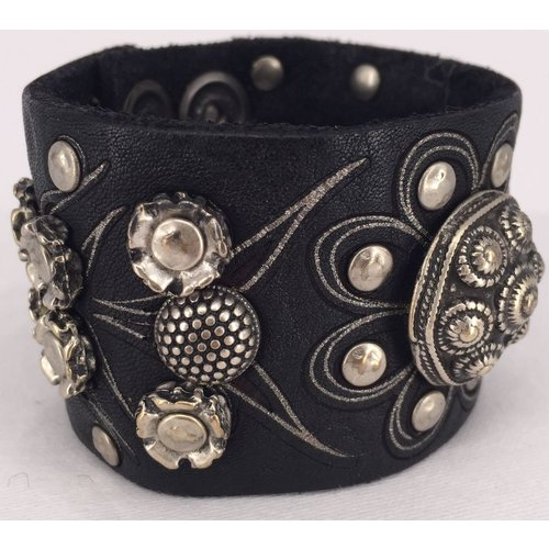 """Campomaggi Leather Bracelet. Wide. Mixed studs in """"A"""" pattern. (E120A VL). Nero."""
