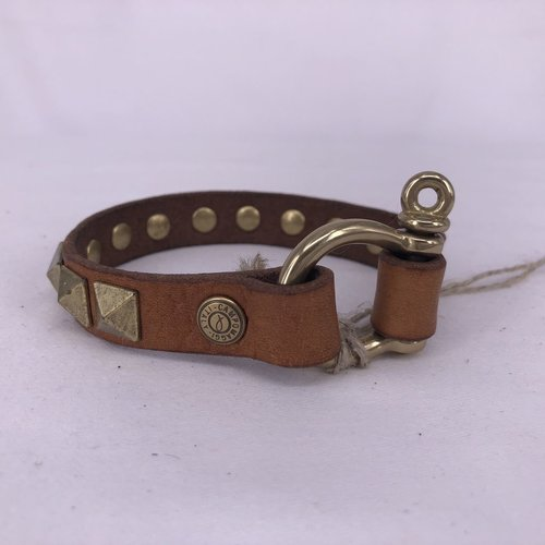 Campomaggi 100% genuine leather. Bracelet with Studs. Green Bottle.