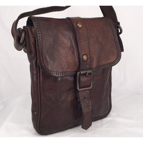 Campomaggi 100% genuine leather. Postman bag. (C4482) Moro.