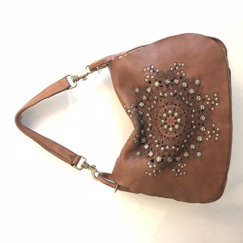 Campomaggi Genuine leather. Cross body w studs and laser serenoa. Cognac.