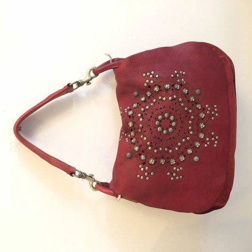 Campomaggi Genuine leather. Cross body w studs and laser serenoa. Red.