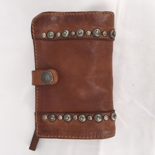 Campomaggi 100% genuine leather. Line DAMIANA. Wallet. Studs Profile. Cognac.