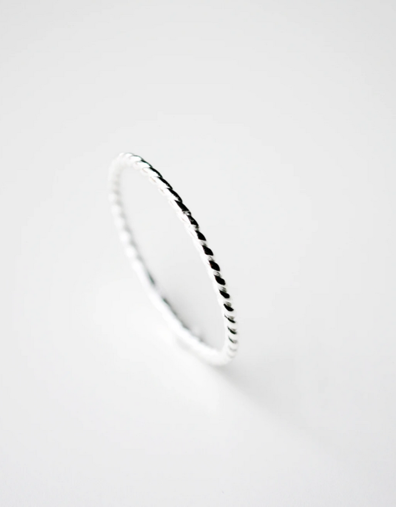 Dainty Twisted Band