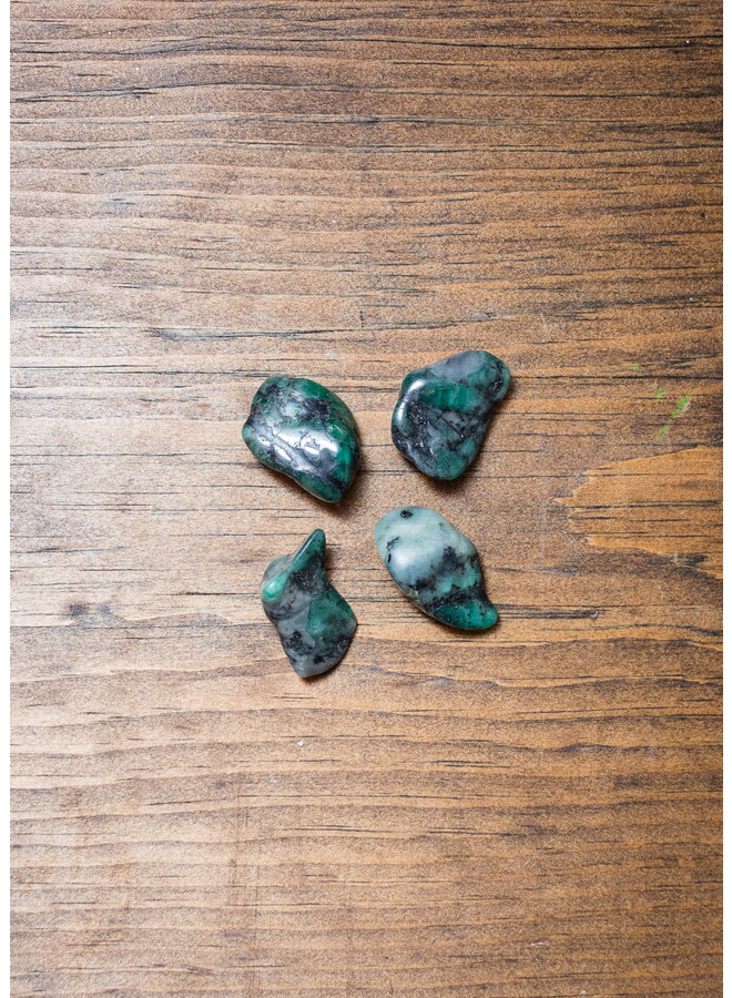 Medium Emerald Tumbled Stone