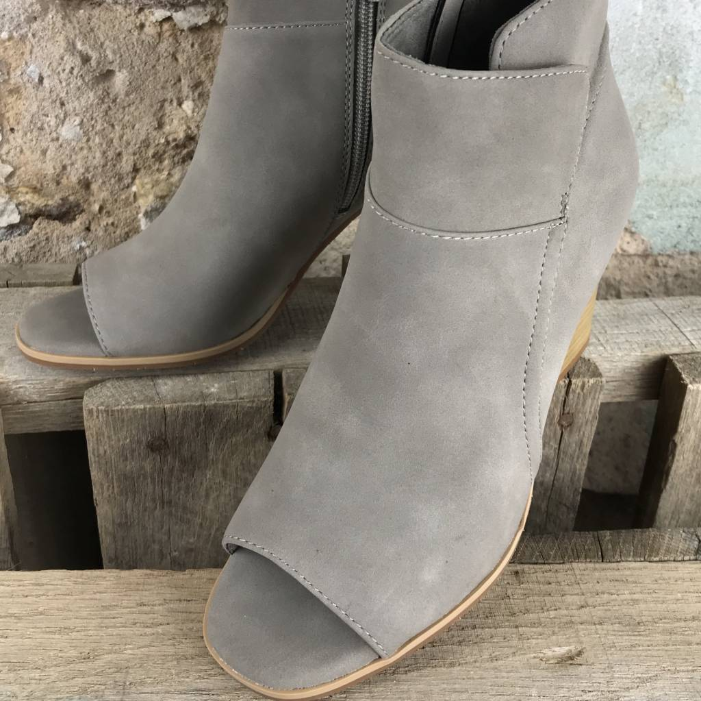 Grey V
