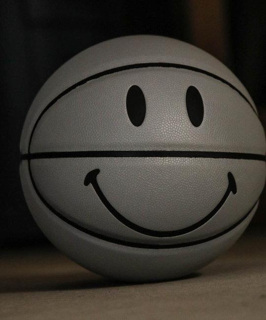 CHINATOWN MARKET CHINATOWN SMILEY BASKETBALL