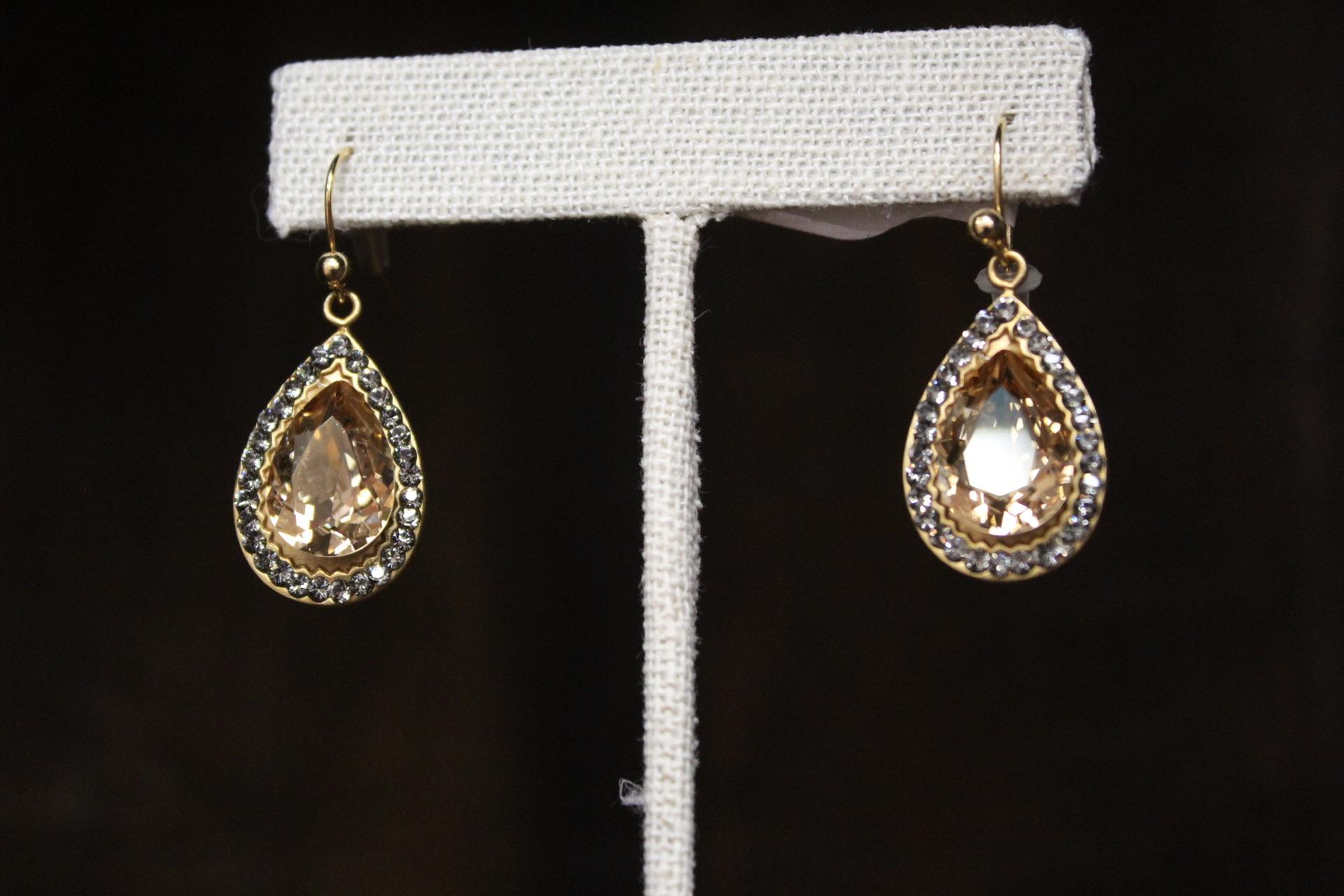 La vie Parisienne Teardrop Earrings w/ Crystal