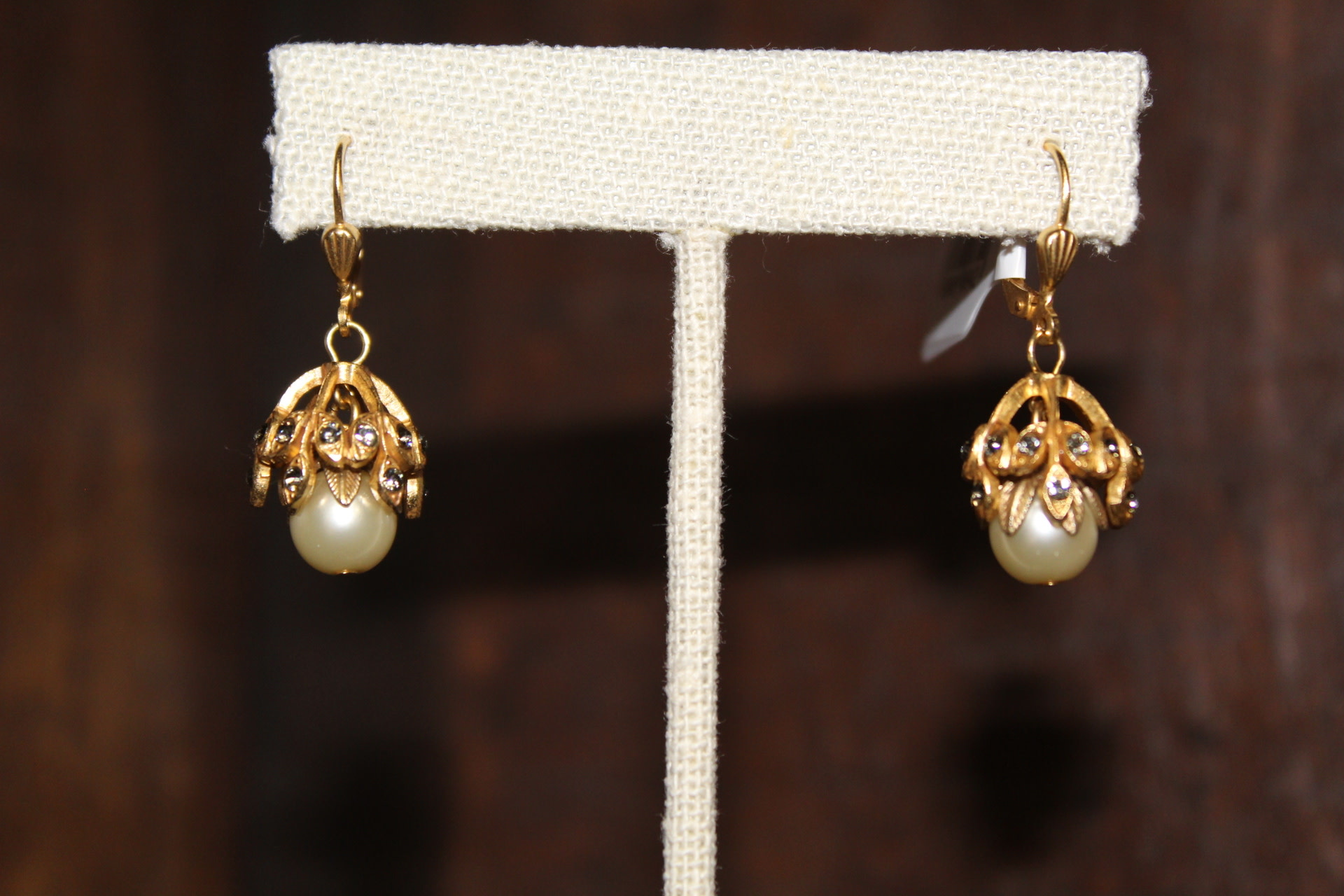 La vie Parisienne Filigree Rhinestone Pearl Earrings