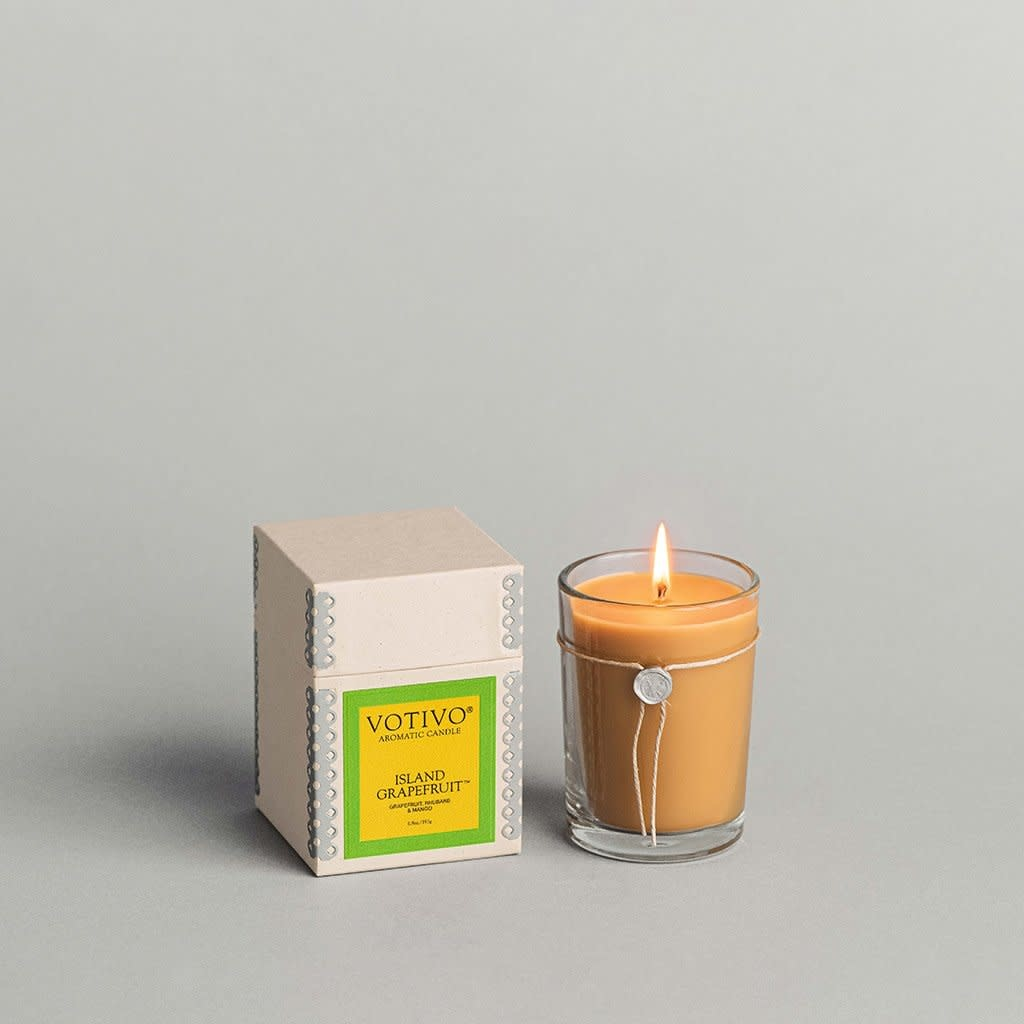 Votivo 6.8 oz Aromatic Candle Island Grapefruit