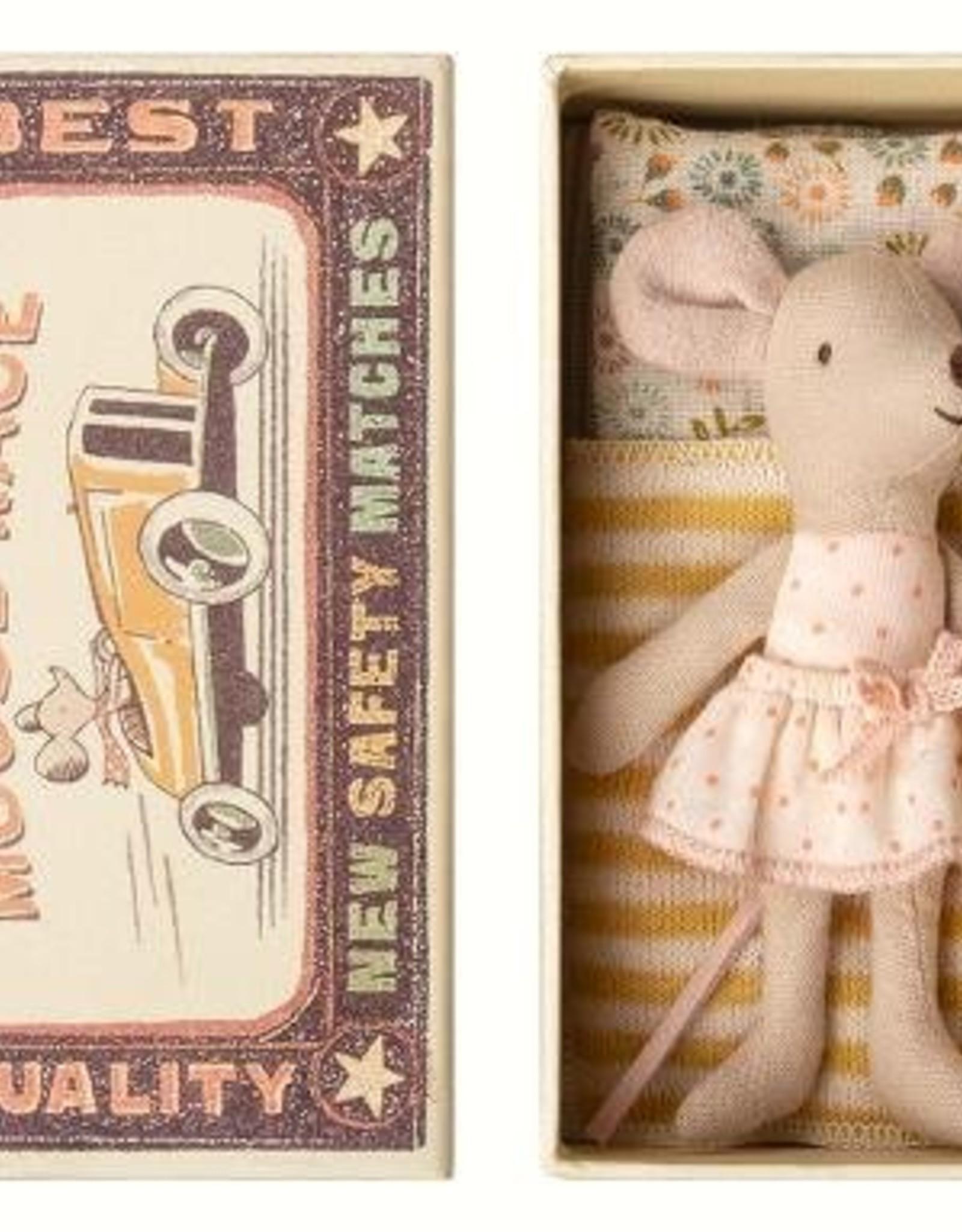 Souris Petite Soeur dans une Boîte #1