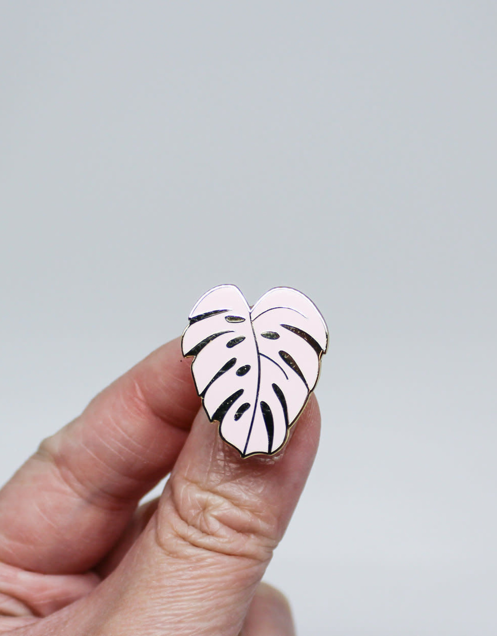 Hemleva Pin Pink Monstera