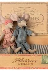 Maman et Papa dans leur Boîte de Cigares