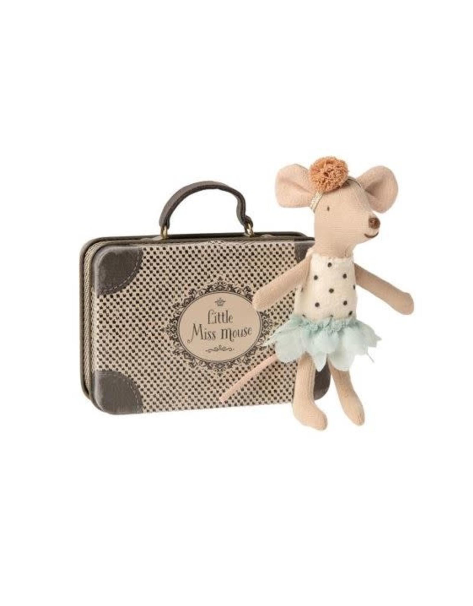 Petite Miss Souris dans sa Valise
