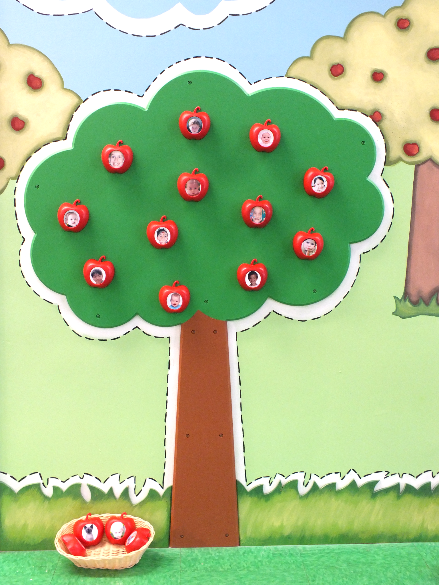 Children's Museum Factory The Magnetic Apple Tree of 12 Apples